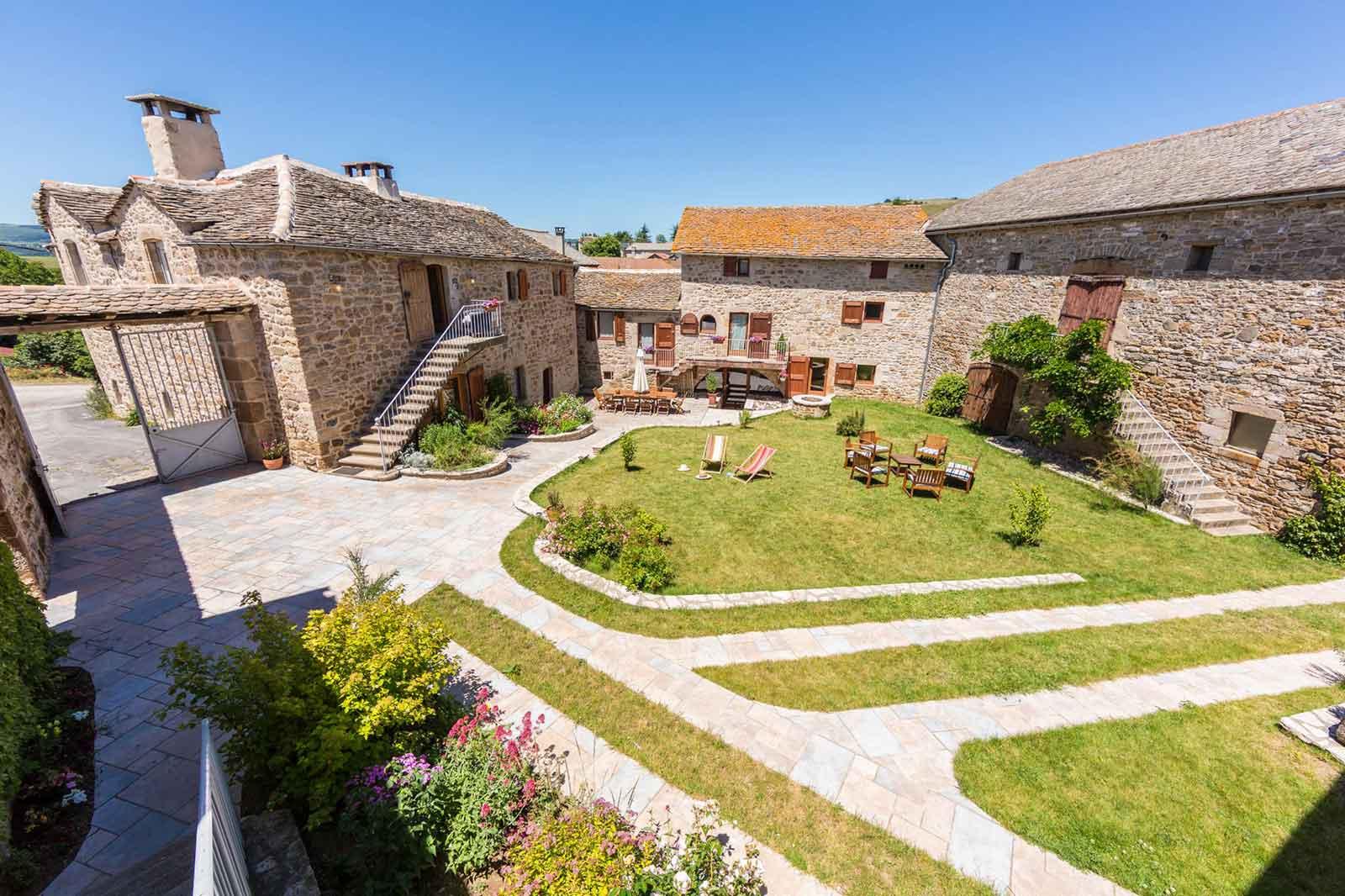 Les Caselles, chambres d'hôtes et Gîte près de Millau (Saint-Beauzély, Aveyron)