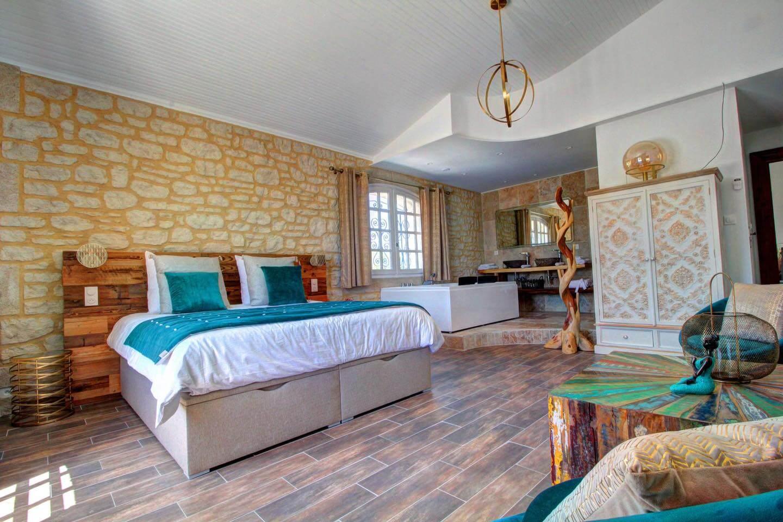Demeure de l'Arche, Suite de luxe avec baignoire et jacuzzi au coeur des Cévennes (Gard, Occitanie)