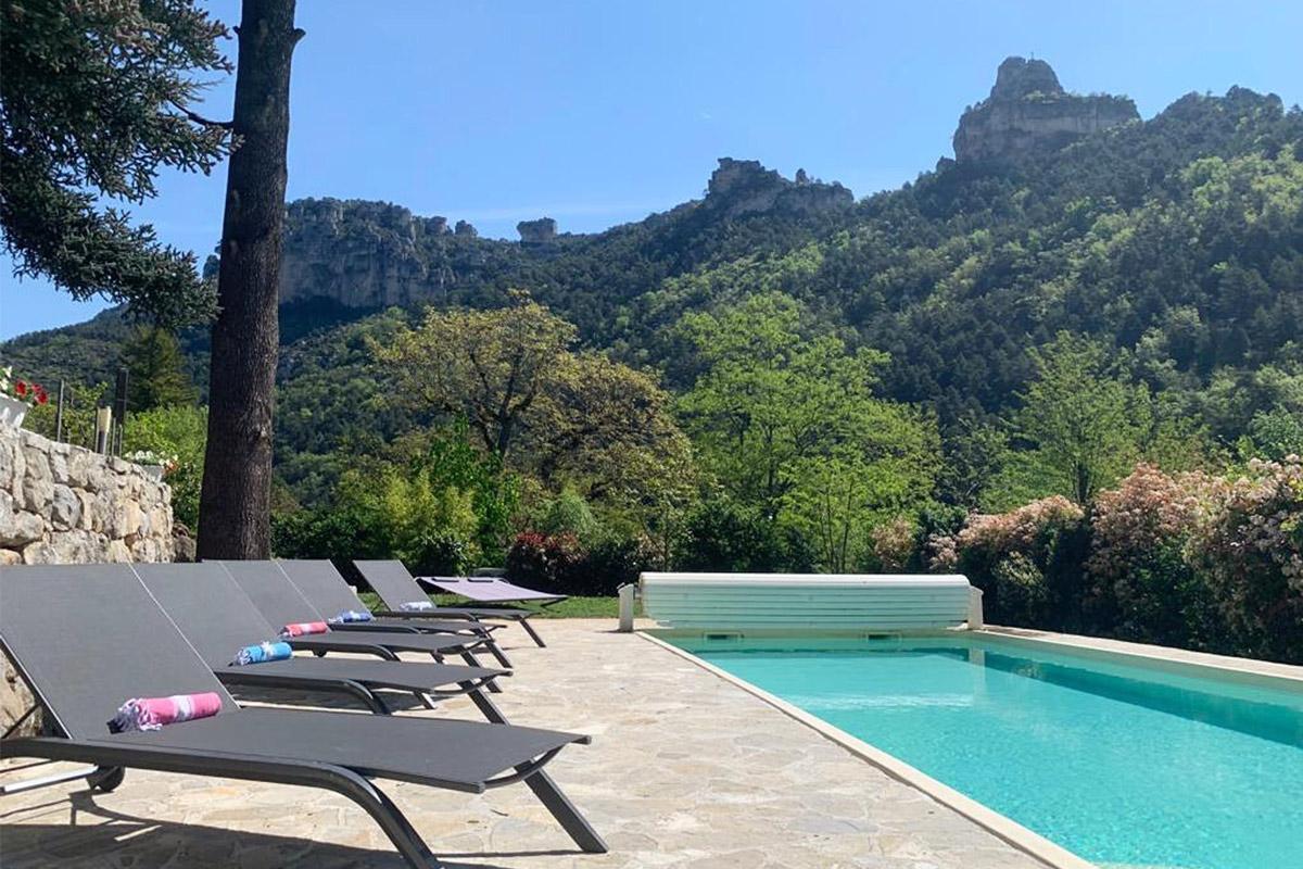 Villa la Muse maison d'hôtes en Aveyron avec sa vue sur le rocher CapLuc Gorges du Tarn
