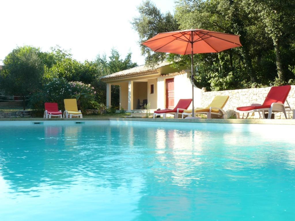 La piscine du Mas des Sages, chambres d'hôtes près d'Uzès dans le Gard