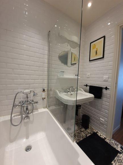 Chez Pépé Merle Paris 11e : salle de bain