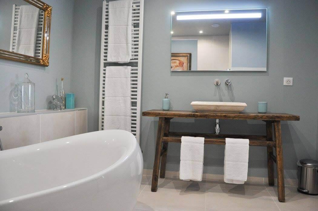 Salle de bain d'une chambre d'hôtes - Par Monts et par Vaux (Moselle, Grand-Est)