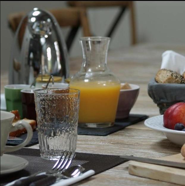 Petit déjeuner maison d'hôtes château La Gravière ©Alain carré